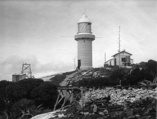 courtesy http://www.lighthouses.org.au/lights/WA/Eclipse%20Island/Eclipse%20Island.htm
